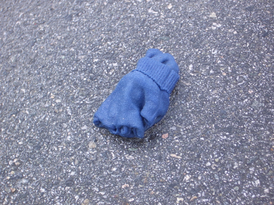 glove with retracted fingers